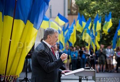 4406076 / Петр Порошенко. День Конституции Украины. Президент Украины Петр Порошенко выступает на торжественном мероприятии.