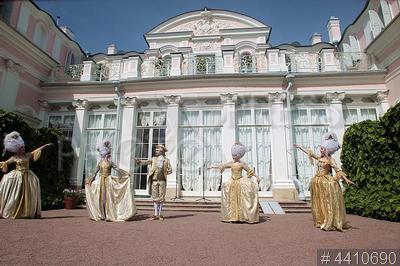 4410690 / Китайский дворец. Дворцово-парковый ансамбль `Ораниенбаум`. 250-летие Китайского дворца. Театрализованное представление.