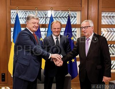 4410909 / Порошенко, Туск и Юнкер. Саммит `Украина - ЕС`. Президент Украины Петр Порошенко, президент Европейского Совета Дональд Туск и президент Европейской Комиссии Жан-Клод Юнкер (слева направо).
