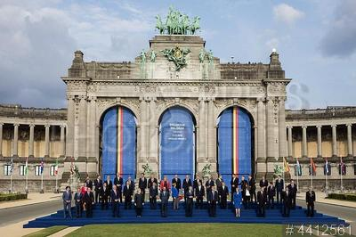 4412561 / Саммит НАТО. Саммит НАТО. Коллективное фотографирование участников саммита.