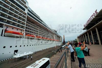 4420509 / Круизный лайнер MSC Splendida. Круизный лайнер MSC Splendida впервые посетил Владивостокский морской торговый порт.