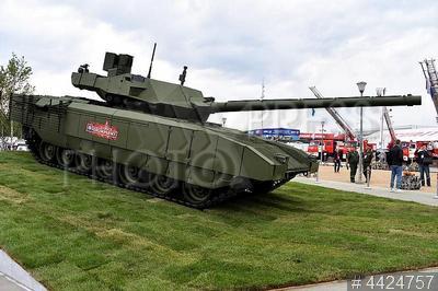 4424757 / Танк Т-14 `Армата`. 4-й Международный военно-технический форум (МВТФ) `Армия 2018`. Основной боевой танк Т-14 `Армата`.