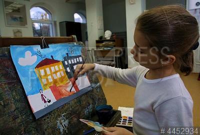 4452934 / Детская художественная школа. ГБУ ДО `Санкт-Петербургская городская детская художественная школа`. Занятия в старейшем в России учреждении дополнительного художественного образования.