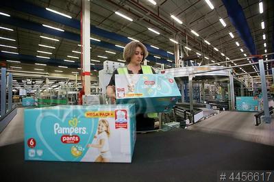 4456617 / Pampers. 25-летие завод P&G (Procter & Gamble Company). Линия по производству Pampers.