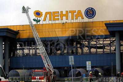 4458547 / Пожар в гипермаркете `Лента`. Тушение пожара в гипермаркете `Лента` на набережной Обводного канала.