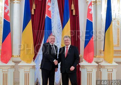 4467225 / Киска и Порошенко. визит президента Словакии на Украину. Президент Словацкой Республики Андрей Киска и президент Украины Петр Порошенко (справа).