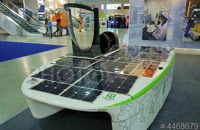 4468679 / Катер на солнечных батареях. I Международный форум транспортной инфраструктуры. Катер на солнечных батареях на выставке.
