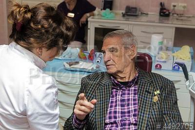 4492705 / Акция `С заботой о ветеранах`. Стоматологическая поликлиника №9. Акция `С заботой о ветеранах`. Ветеран блокадник на приеме у стоматолога.