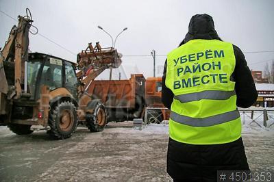 4501353 / Акция `Уберем район вместе`. Акция `Уберем район вместе`. Очистка от снега и наледи жилого квартала на Будапештской улице.