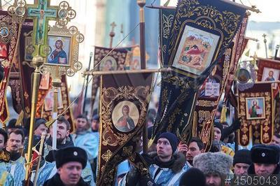 4505043 / Крестный ход. Праздник Сретения Господня и Международный день православной молодежи. Крестный ход православной молодежи.
