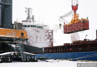 4505921 / Морской порт. Большой порт `Санкт-Петербург`. Многофункциональный морской перегрузочный комплекс `Бронка`.