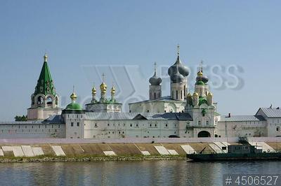 4506527 / Желтоводский Макариев монастырь. Свято-Троице-Макарьево-Желтоводский женский монастырь на левом берегу Волги.