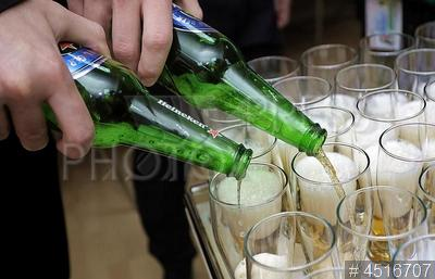 4516707 / Пивоварня `Хайнекен`. 20-летие `Пивоварни Хейнекен` в Санкт-Петербурге. Дегустация пива на праздновании.