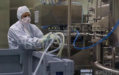 4525275 / Компания `Биокад`. Особая экономическая зона `Нойдорф`. Биотехнологическая компания ЗАО `Биокад` (Biocad). Пусконаладочные работы в новом производственном корпусе.