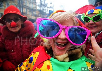 4525389 / День смеха. Шествие клоунских и театральных коллективов по Васильевскому острову, посвященное празднику День смеха.