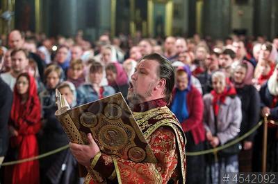 4542092 / Священник. Православная Пасха. Пасхальное богослужение. Священник.