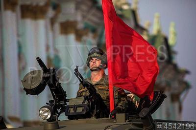 4542196 / Репетиция военного парада. Репетиция военного парада в честь Дня Победы. Военнослужащий.