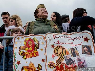 4544895 / День Победы. Празднование Дня Победы в ДНР. Военный парад. Горожане.