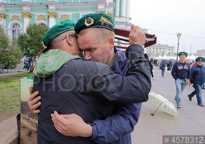 4578312 / Пограничники. День пограничника. Бывшие военнослужащие пограничных войск на Дворцовой площади.
