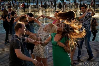 4591666 / Танцы. `Музеон`. Танец Zouk (Зук).