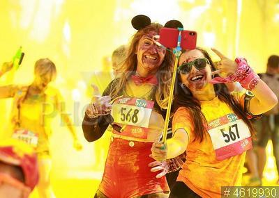 4619930 / `Красочный забег`. Спортивный комплекс `Лужники`. `Красочный забег` забега на 5 км.