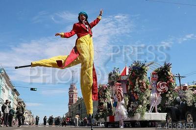 4638459 / Фестиваль цветов. Международный фестиваль цветов. Парад цветов на Невском проспекте.