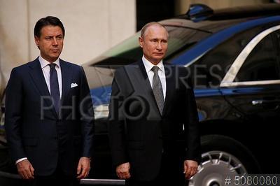 5080080 / Конте и Путин. Официальный визит президента России в Италию. Председатель Совета министров Италии Джузеппе Конте и президент РФ Владимир Путин (справа).