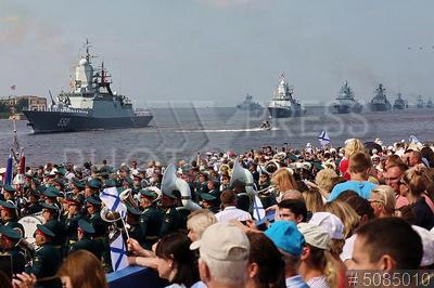 5085010 / Корвет `Стерегущий`. День Военно-морского флота (ВМФ). Главный военно-морской парад. Корвет `Стерегущий` (слева).