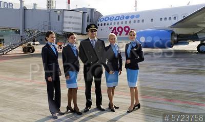 5723758 / Экипаж самолета. Аэропорт `Гагарин` (Саратов) принял первый регулярный авиарейс. Самолета Boeing 737-800 авиакомпании `Победа` прибыл из аэропорта `Внуково` г. Москвы. Члены экипажа самолета.
