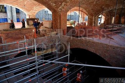 5859374 / Реконструкция бывшей ГЭС-2. Болотная набережная. Реконструкция здания бывшей ГЭС-2, в котором разместится культурный, выставочный и образовательный центр. Строительная площадка.