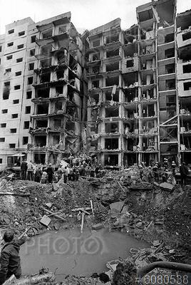 6080538 / Взрыв дома. Взрыв жилого дома в Волгодонске. Воронка на месте взрыва.