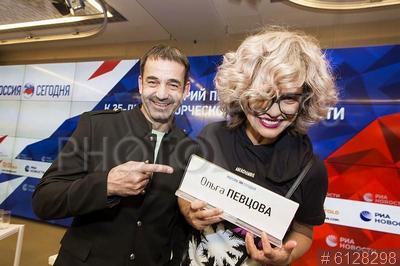 6128298 / Певцов и Дроздова. Актеры Дмитрий Певцов и Ольга Дроздова.
