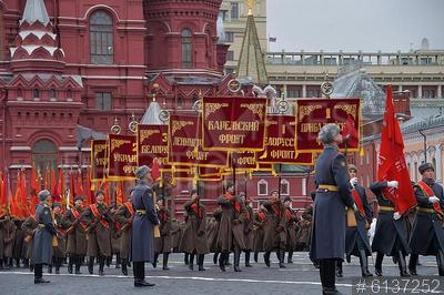 6137252 / Исторический парад. Торжественный марш, посвященный 78-й годовщине военного парада 7 ноября 1941 года на Красной площади. Участники марша со штандартами фронтов.