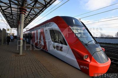 6141962 / Поезд `Иволга`. Московский центральный диаметр (МЦД). Поезд `Иволга` на станции Царицыно.