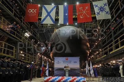 6156354 / Подводная лодка `Волхов`. Судостроительный завод `Адмиралтейские верфи` Объединенной судостроительной корпорации. Спуск на воду подводной лодки проекта 636.3 `Волхов` для Тихоокеанского флота РФ.