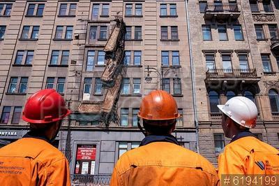 6194199 / Рабочие. Обрушение балконов в жилом доме. Рабочие.