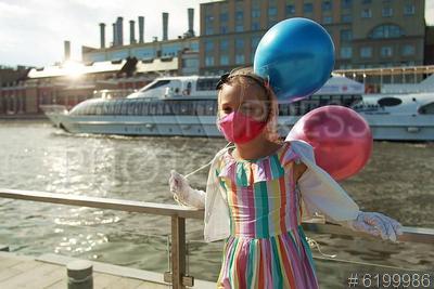 6199986 / Масочный режим. Открытие пассажирской навигации по Москве-реке. Девочка в защитной маске в связи с пандемией коронавируса Covid-19.