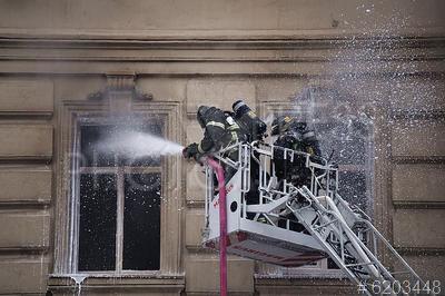 6203448 / Тушение пожара. Тверская улица. Пожар в здании, находящемся на реконструкции. Тушение пожара.