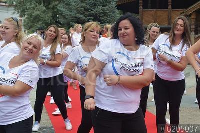 6205007 / Танцевальный флешмоб. Фестиваль `Bodypositive Russia 2020`. Танцевальный флешмоб.