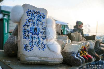 6234870 / Валенки. Село Арамашево. Уральский праздник валенка. Ярмарка. Валенки.