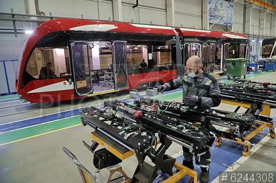 6244308 / Производство трамваев. Невский завод электрического транспорта. Сборка низкопольных вагонов для трамвая `Витязь-М` и `Богатырь-М`.