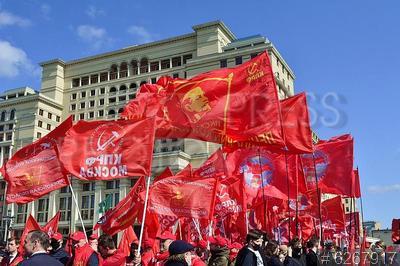 6267917 / Первомай. День международной солидарности трудящихся. Акция коммунистов на Манежной площади.