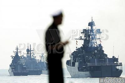 6285323 / Репетиция парада ВМФ. Подготовка к празднованию Дня военно-морского флота. Репетиция военно-морского парада. Прохождение кораблей.
