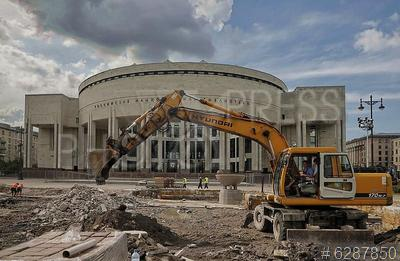 6287850 / Ремонт фонтана. Реконструкция фонтанного комплекса у здания Российской национальной библиотеки (РНБ).  Демонтаж чаши фонтана.