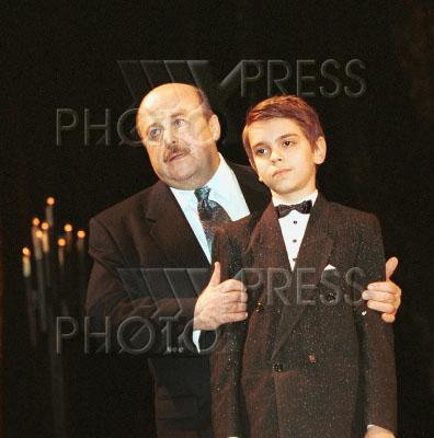 599760 / Басукинский и Калягин. Юный пианист Сережа Басукинский (справа) и актер Александр Калягин.